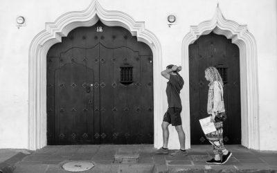 #StreetPhotographyTip — Couple framed within two baroque Moorish doorways found in Antigua Guatemala